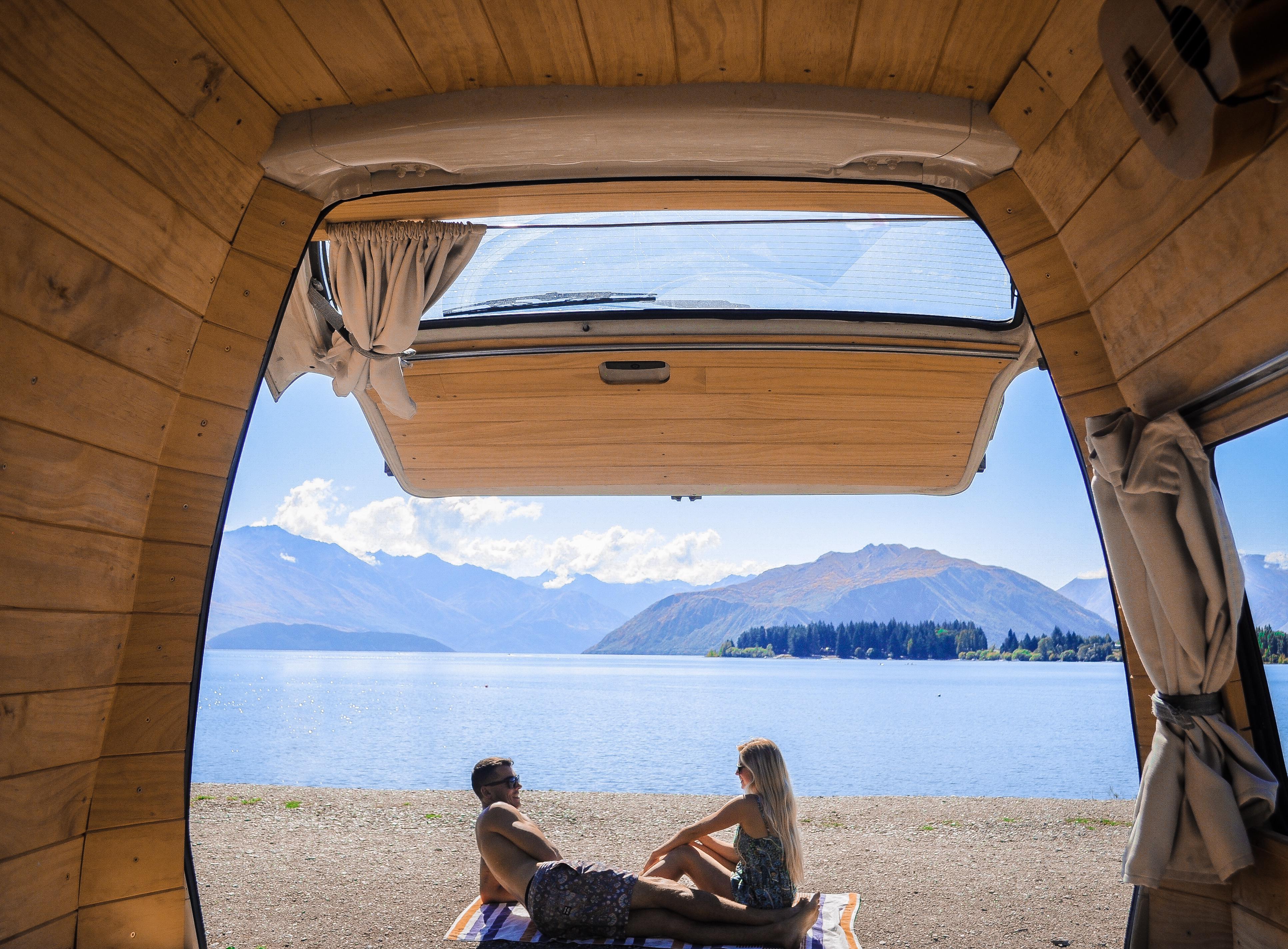 Nebo radši preferujete po probuzení u horského jezera?